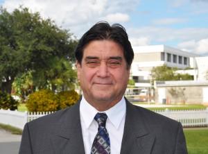 Dr. Robert Flores