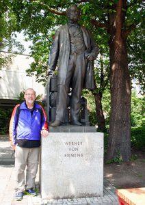 Erik Christensen with Werner von Siemens statue