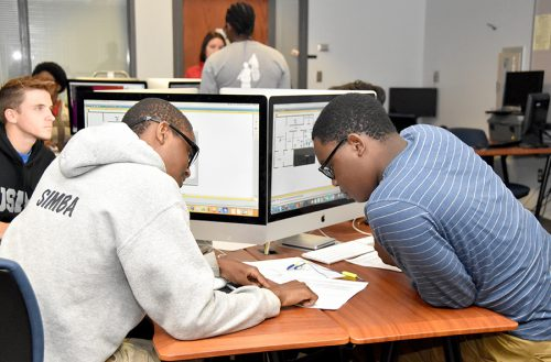 Students work individually and collaboratively in SFSC's IT lab.